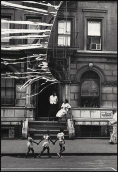 | Harlem 1963 . Photographer Leonard Freed