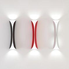 Artemide Cadmo lampada a parete con nuova tecnologia led, un foglio di alluminio piegato nei colori bianco, nero o rosso.