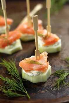 Smoked Salmon & Cucumber Bites is part of Salmon cream cheese Smoked Salmon & Cucumber Bites Everyone loves bagels and lox, so why not try this lighter carbfree alternative Slice cucumbers - Yummy Appetizers, Appetizers For Party, Appetizer Recipes, Toothpick Appetizers, Appetizer Skewers, Bridal Shower Appetizers, Cheap Appetizers, Antipasto Skewers, Appetizer Dips