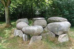 Hunebed D1 te Steenbergen Stone Sculpture, Garden Sculpture, Northern Canada, Scottish Gaelic, Archaeology, Rocks, Places, Outdoor, Design