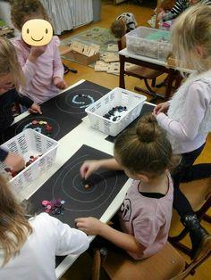 Knopen in cirkels leggen School, Kunst