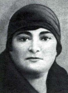 Siyah Beyaz Fotoğraflarla Atatürk Galerisi-KIZ KARDEŞİ MAKBULE ATADAN