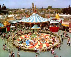 Teatime:  Ein Teetassen-Karussel  faszinierte Disneyland-Besucher besonders....