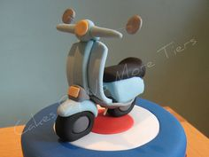 Close up of scooter/Mod cake topper by Cakes by No More Tiers (York), Motorcycle Birthday Cakes, Motorcycle Cake, Fondant Cupcake Toppers, Fondant Cakes, Cupcake Cakes, Cupcakes, Bicycle Cake, Bike Cakes, Vespa Cake