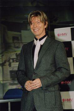 eead25f337b823 David Bowie signing at hmv 150 Oxford Street