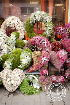 Casket Flowers, Grave Flowers, Funeral Flowers, Funeral Floral Arrangements, Large Flower Arrangements, Moss Decor, Driftwood Wreath, Cemetery Decorations, Christmas Wreaths