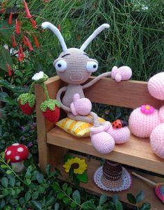 Eu que fiz, essa é a Ritinha, uma mini formiguinha amigurumi, apaixonante ♥