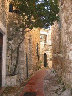Une ruelle à Sarlat la Canéda- France