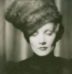 Marlene Dietrich in a Fabulous Fur Hat! Marlene Dietrich, Old Hollywood Glamour, Vintage Hollywood, Hollywood Divas, Hollywood Stars, Classic Hollywood, Totally Me, Katharine Hepburn, Audrey Hepburn
