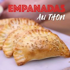 Empanadas au thon Partez pour l'Argentine avec cette recette d'empanadas au thon ! Related posts:Sommerdrinks ohne Alkohol: 22 sonnige ErfrischungenAir Fryer Apple fritters with Brown Butter Glaze - Wine a Little, Cook a LotQuarkzopf. Healthy Eating Tips, Healthy Dinner Recipes, Mexican Food Recipes, Healthy Snacks, Snack Recipes, Smoothie Recipes, Food Videos, Argentine, Easy Meals