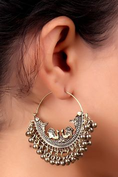 Nonchalance and light mood drips from these lovely bali style earrings and they take care of your day to day earrings needs. Undeniably feminine and charming, this is a must have pair. Indian Jewelry Earrings, Indian Jewelry Sets, Silver Jewellery Indian, Jewelry Design Earrings, Women's Earrings, Chandelier Earrings, Silver Earrings, Antique Jewellery Designs, Fancy Jewellery