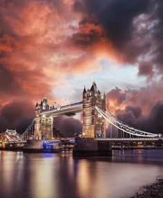 Dramatic views of London 🤩 Have you seen the iconic Tower Bridge in person yet? ❤️ One of the world's most visited cities, London has something for everyone: from history and culture to fine food and good times. London Photography, Travel Photography, London Dreams, Sky Bridge, Tower Bridge London, London United Kingdom, Beautiful Places To Travel, Travel Aesthetic, London Travel