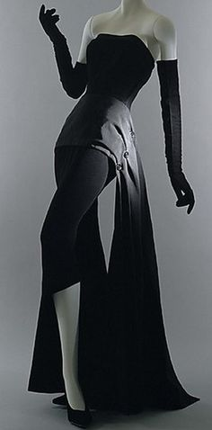 Dior 1949 / I secretly wish I could dress like this...& have somewhere glamorous to go!