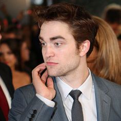 """Where to Spot Celebs"" via @Smart Meetings. (Image featuring Robert Pattinson.) #AwardsSeason"