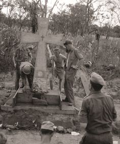 Erecting the Niemba memorial in the Congo, Congo Crisis, Shadow Warrior, Defence Force, Back In Time, Military History, White Man, Colonial, Ranger, 4x4
