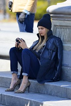 street style, cara delevingne, beanie, leopard pumps, jeans, pics | Favimages.net
