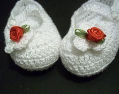 Sapatilha baby em crochê com flor