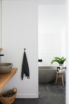 Inspiration Back to black (bathroom hardware) - L² Design, LLC Tub Tile, Bathroom Floor Tiles, Bathroom Renos, Small Bathroom, Neutral Bathroom, Bathroom Renovations, Bathroom Pink, Bathroom Canvas, Bathroom Ideas