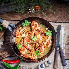Creveți cu sos de unt și usturoi - Casa de Vinuri Cotnari Unt, Paella, Avocado, Good Food, Chicken, Cooking, Ethnic Recipes, Drink, Kitchen