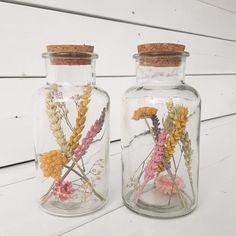 Duurzame mooie droogbloemen in een glazen pot! Te koop in de webshop van Huisje Tuintje Taartje! #droogbloemen #moederdagcadeau #droogbloemenzijnhip
