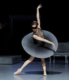 """Swarovski has collaborated with Stuttgart`s Ballet for the first time and provided thousands of crystals for the creation of the lavish costumes of """"Das Fräulein von S.""""."""