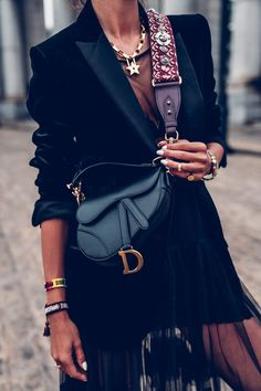 All The New Super excited about the return of the Dior Sa .- Alle Der Neuen Super aufgeregt über die Rückkehr der Dior Satteltasche – hier … All The New Super excited about the return of the Dior saddlebag – here with … - Estilo Fashion, Look Fashion, Street Fashion, Ideias Fashion, Runway Fashion, Fashion Trends, Luxury Fashion, Club Fashion, Net Fashion