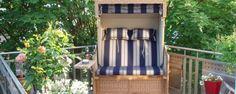Strandkorb in der Stadt und auf dem Balkon. Strandkorb Nautic Teak ... Outdoor Chairs, Outdoor Furniture, Outdoor Decor, Teak, Home Decor, Balcony, City, Vacation, Decoration Home