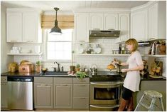 Roomology loves: kitchens where the upper and lower cabinets are two different colors