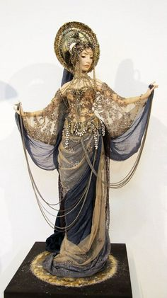 Ekaterina Tarasova  Such beautiful costumes on her dolls, just wonderful with such detail and handwork.