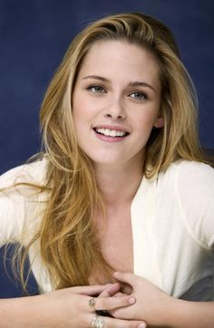 Kristen Stewart Blonde Hair - also, see, she can smile! Haters... :)