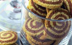 ΚΟΥΛΟΥΡΑΚΙΑ & ΜΠΙΣΚΟΤΑ   Συνταγή για μπισκότα με βανίλια και κακάο. Δίχρωμα μπισκότα, δείτε πώς γίνονται. Candy Crash, Greek Recipes, Biscotti, Crackers, French Toast, Muffin, Food And Drink, Favorite Recipes, Cookies