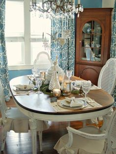 This is what i want to do to my dining room set.  Paint it white and stain the top!  Still trying to muster up the courage to begin.