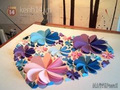 Delightful DIY Paper Flower Wall Art - Free Guide and Templates Paper Flower Wall, Giant Paper Flowers, Origami Flowers, Diy Flowers, Cuadros Diy, Wood Craft Patterns, Origami Easy, Paper Hearts, Valentine's Day Diy