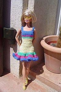 explanations summer dress for Barbie. The house of Selma Selma & # s pl Crochet Doll Dress, Crochet Barbie Clothes, Sewing Clothes, Barbie Clothes Patterns, Doll Patterns, Dress Patterns, Cute Crochet, Crochet Baby, Moda Barbie
