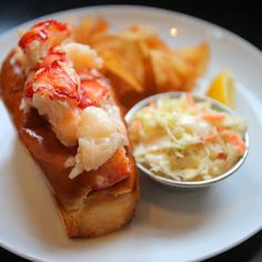 Oysters, beer, good cheer: Row 34 is hard to beat - The Boston Globe Best Lobster Roll, Lobster Rolls, Restaurant Guide, Seafood Restaurant, Boston Neighborhoods, In Boston, Greater Boston, Places To Eat