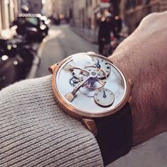 """""""Sometimes, all you need to create a great pic is a nice watch, the right natural light, and a good eye... It seems our Friend @jojolamontre managed to…"""""""