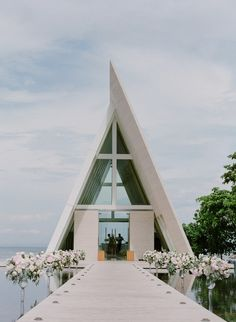 modern chic wedding chapel in Bali wedding pictures Your Classic Vintage Chic Wedding Goes To Bali Bali Wedding, Chapel Wedding, Chic Wedding, Maldives Wedding, Wedding Cake, Wedding Ceremony, Dream Wedding, Vintage Chic, Religious Architecture