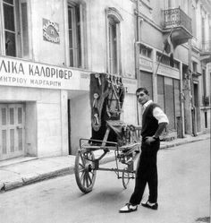 Barrel organ, often highly decorated . Recollections of old Greece. Greece Pictures, Old Greek, Greece Photography, Photographs Of People, Athens Greece, Vintage Pictures, Back In The Day, Old Photos, Baby Strollers