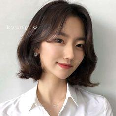 Hair Style Korea, Korean Short Hair, Pretty Hairstyles, Hair Inspo, Ulzzang, Hair Care, Short Hair Styles, Hair Beauty, Medium