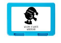 Brotdose Weihnachtspinguin aus Premium Kunststoff  schwarz - Das Original von Mr. & Mrs. Panda.  Diese wunderschöne Brotdose von Mr. & Mrs. Panda ist wirklich etwas ganz Besonderes - sie ist stabil, sehr hochwertig und mit einer exklusiven und schimmernden bedruckten Aluminiumplatte  ausgestattet.    Über unser Motiv Weihnachtspinguin  Ein Pinguin ist ja eigentlich Kälte gewöhnt. Trotzdem liebt dieser kleine Pinguin es, sich warm einzupacken & durch die Winterwelt zu stolzieren…