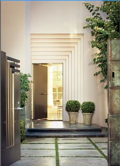 Modern Exterior by Michael S Smith A stepped door surround at the front entrance of director-producer Joe Roth's Los Angeles home marks the structure's Moderne style. Grand Entrance, Entrance Doors, Doorway, House Entrance, Door Entry, Gate House, Entry Foyer, Modern Exterior, Exterior Design
