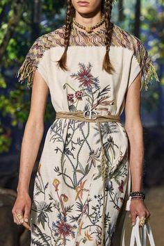 Christian Dior Spring 2020 Ready-to-Wear Fashion Show - Vogue Fashion Terms, Fashion 2020, Runway Fashion, Fashion Show, Fashion Outfits, Womens Fashion, Fashion Design, 1950s Fashion, Club Fashion