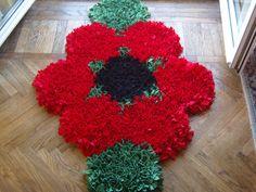 Original polyestere  t-shirt yarn carpet, handknotted on antiskid net. Red flower shaped
