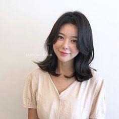 빌드펌 Permed Hairstyles, Cute Hairstyles, Korean Perm Short Hair, Medium Hair Styles, Short Hair Styles, C Curl, Hair Looks, Hair Inspiration, Asian Girl
