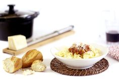 Cómo hacer salsa bolognesa para pasta en Crock Pot o slow cooker. Receta paso a paso. Recetas básicas de salsas hechas en olla de cocción lenta.