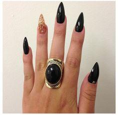 Stiletto Nails –