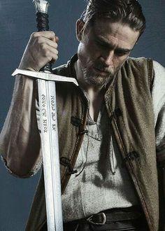 King Arthur: Legend of the Sword Aegon O Conquistador, Espada Tattoo, Charlie Hunnam King Arthur, Magic Realms, King Arthur Legend, Roi Arthur, Japon Illustration, Jax Teller, Braveheart