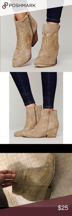 Matisse free people ankle boots Ankle boots from free people by Matisse. I've had these for a while and worn a lot. The last pictures show the wearing of the boots. Definitely not brand new but still have some good time left. Hence the price being so low. Matisse Shoes Ankle Boots & Booties