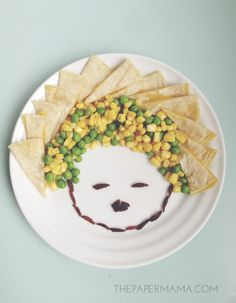 Kid Dinner Ideas - Make faces and pictures with their food. More food inspiration on thepapermama.com