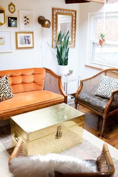 How Sarah Lyon Divided 900 Sq. in a Charming 130 Year Old Building With Her Roommate theeverygirl Tiny Living Rooms, Living Room Kitchen, My Living Room, Living Room Interior, Apartment Living, Living Room Designs, Living Room Decor, Dining Room, Dressing Room Design